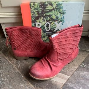 NIB Roxy Surf Raspberry ZIP Perforated Ankle Boot